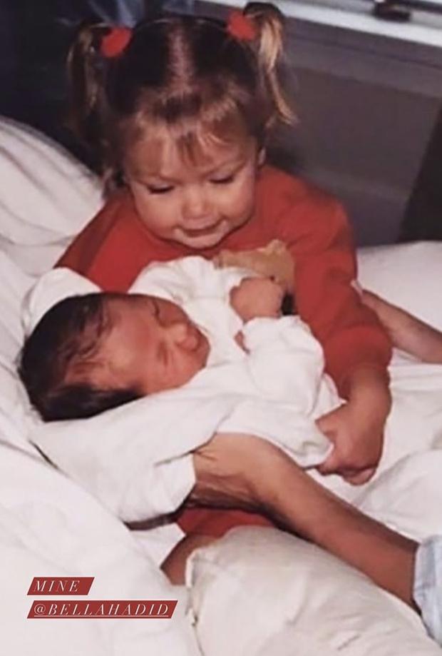 Фото №4 - 40 доказательств любви: редкие фото, которыми поздравили Беллу Хадид ее мама и сестра