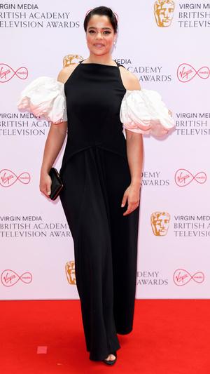 Фото №16 - Теле-BAFTA 2021: самые стильные знаменитости на красной дорожке