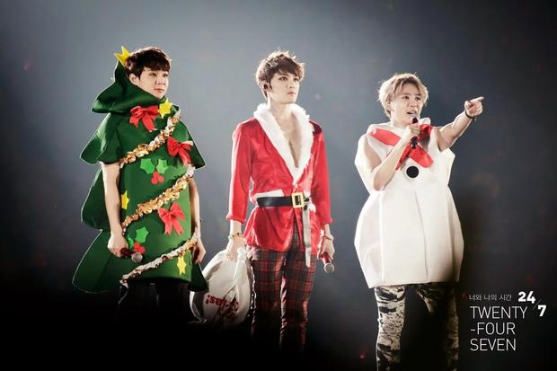 Фото №12 - Санта в шоке: Самые зажигательные рождественские наряды k-pop айдолов