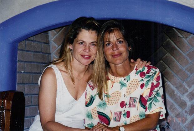 Фото №1 - Сестра-близнец Линды Хэмилтон, которая была ее дублершей в «Терминаторе», скончалась на 64-м году жизни