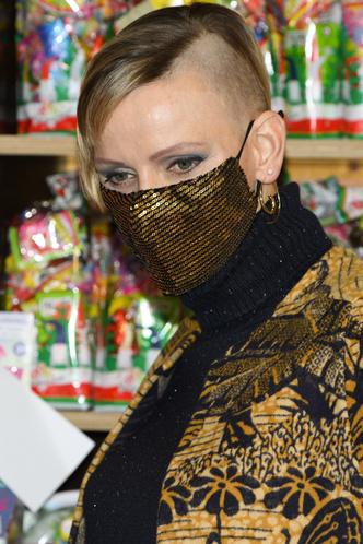 Фото №3 - А так можно было? Принцесса Монако Шарлен побрилась налысо
