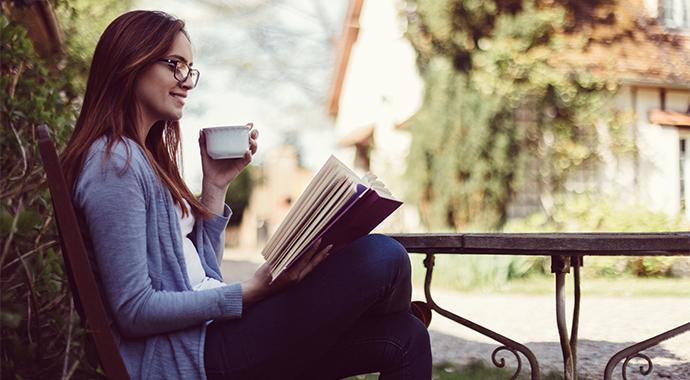 Читаем в мае: книжные новинки для весеннего настроения