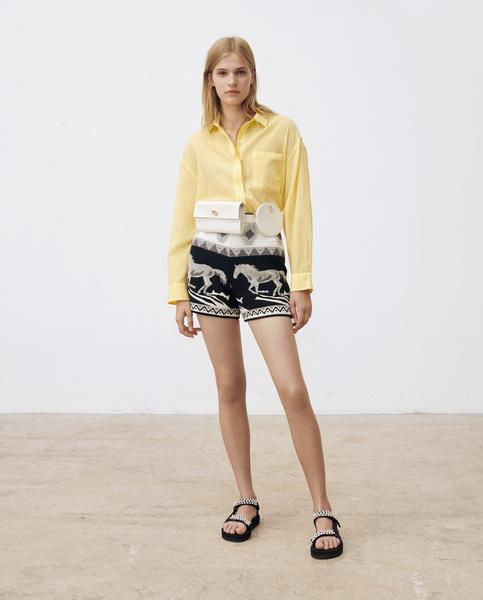 Фото №1 - Шагом марш! Выбираем мини-шорты, платья и комбинезоны из коллекции Maje