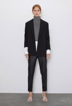 Фото №9 - Босс не будет против: как носить кожаные вещи в офис