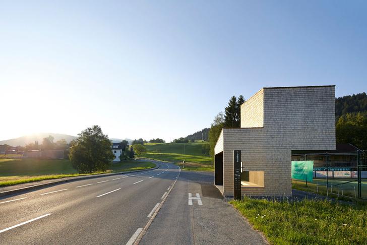 Фото №2 - Камень, сталь, бумага: 7 необычных автобусных остановок