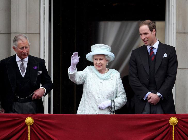 Фото №2 - Короли на пенсии: 8 монархов, которые отреклись в пользу детей