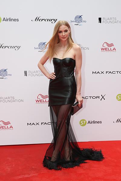 Фото №1 - Ходченкова пришла на «Кинотавр» в платье не по размеру