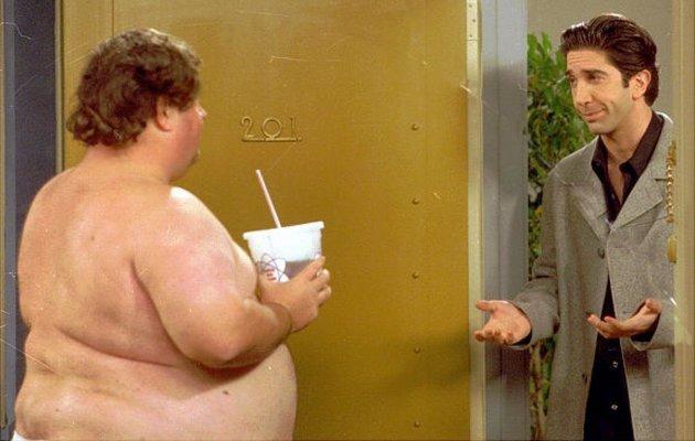 Кадр из сериала «Друзья» с голым соседом