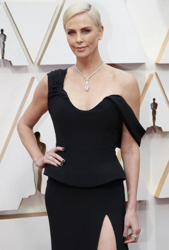 Фото №5 - Драгоценный «Оскар-2020»: самые впечатляющие украшения премии