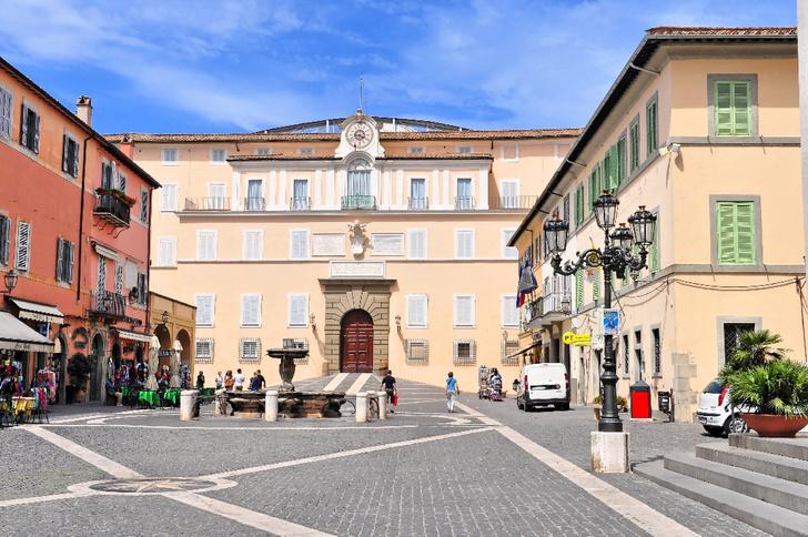 Фото №1 - Летнюю резиденцию папы римского откроют для туристов