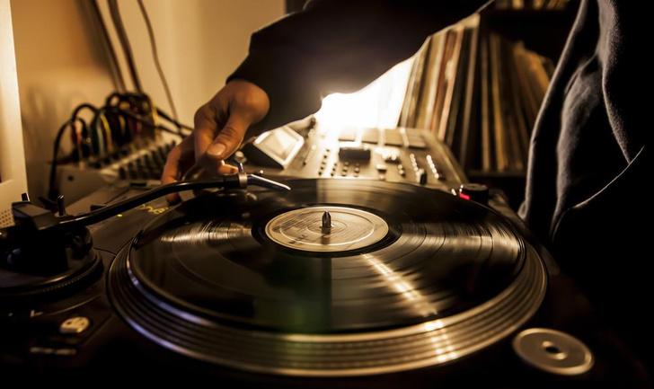 Фото №1 - Возникновение хип-хопа стало главной революцией в музыке за последние 50 лет