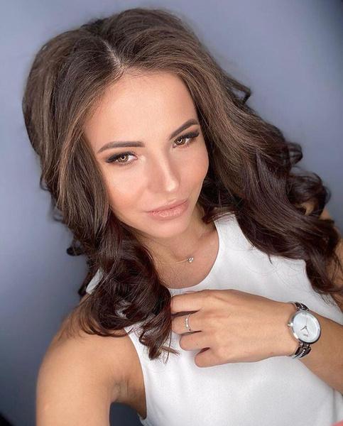 Фото №1 - Звезда реалити Ольга Жарикова второй раз вышла замуж за мужчину, который ее избивал