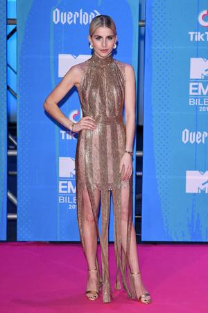 Фото №27 - Премия MTV EMA: лучшие звездные образы за всю историю