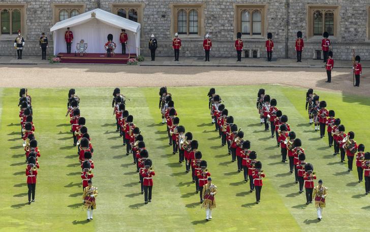 Фото №3 - Trooping The Colour 2021: как Королева отпраздновала свой официальный день рождения
