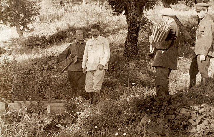 Берия и Сталин на осмотре лесного хозяйства