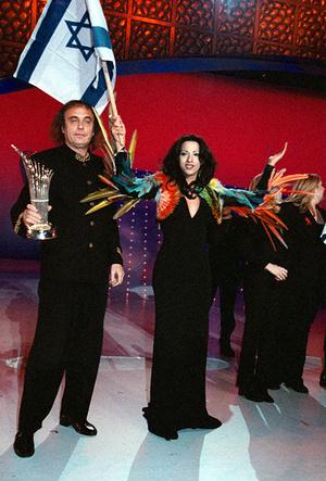 Фото №24 - Секс, корсеты и перья: 8 звездных муз Жан-Поля Готье
