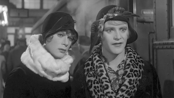 Фото №9 - 7 самых заводных фактов о комедии «В джазе только девушки»