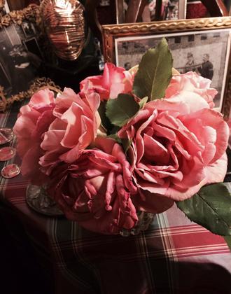 Фото №5 - Розы из сада д'Орнано: аромат Izia от Sisley