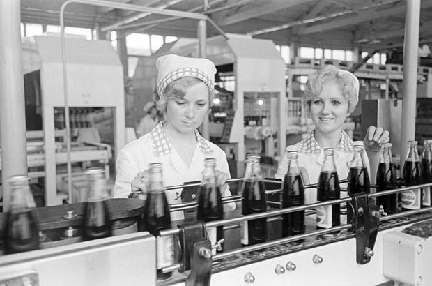Фото №1 - Как СССР и США договорились менять водку на пепси-колу