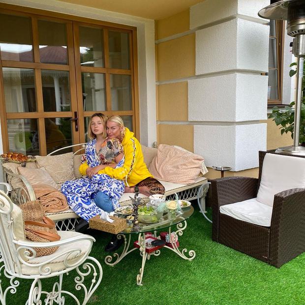 Фото №2 - Повзрослевшая дочь Волочковой вернулась к матери
