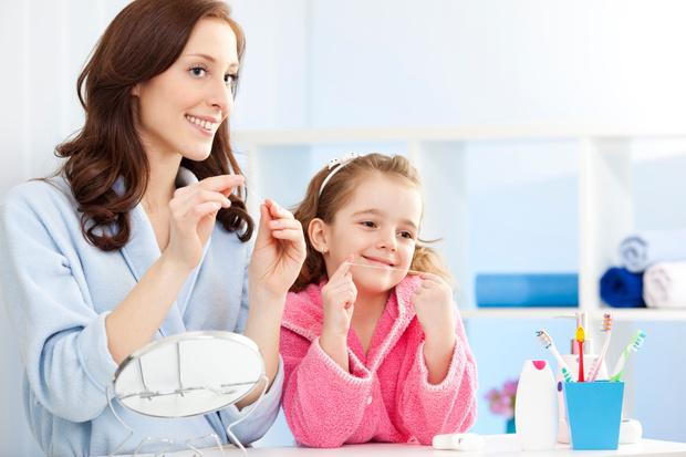 Фото №1 - «С какого возраста пользоваться зубной нитью?»