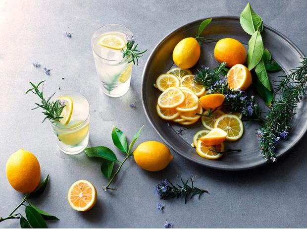 Фото №5 - 9 причин начать пить лимонную воду