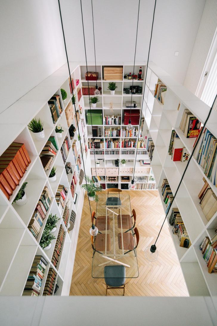 Фото №2 - Дом с двухэтажной библиотекой в Мадриде