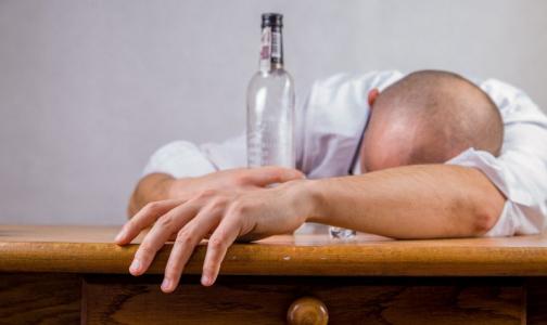 Фото №1 - Главный фармаколог Петербурга: Антипохмелинов не существует, но способы справиться с похмельем есть