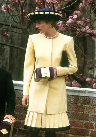Фото №9 - Оригинал и копия: культовые наряды принцессы Дианы, которые повторили в кино