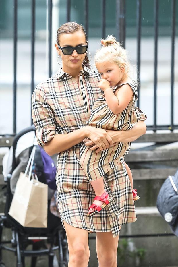 Ирина Шейк с дочкой фото