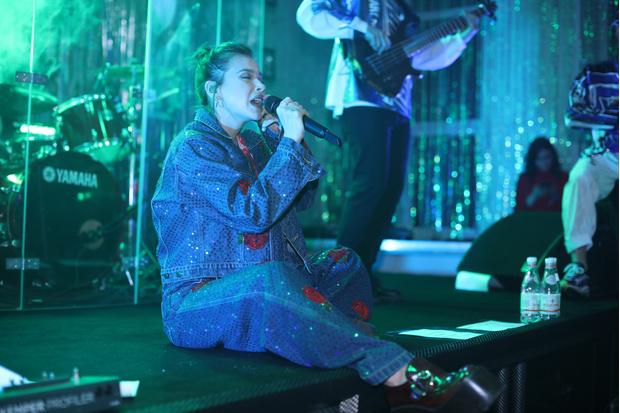 Фото №3 - Лена Темникова приехала на школьную дискотеку в Тульской области