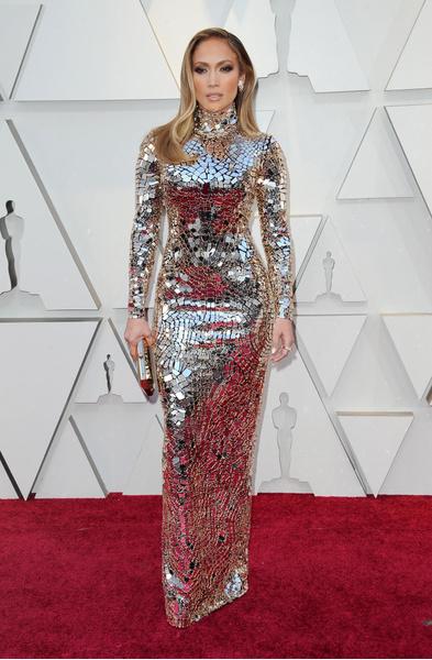 Фото №7 - 10 самых нелепых образов звезд в блестящих платьях