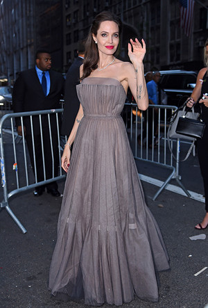 Фото №21 - Почему Анджелина Джоли — снова икона стиля, или Что такое luxe purism