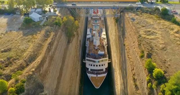 Фото №1 - Круизный лайнер поставил рекорд, филигранно пройдя через узкий канал (видео)