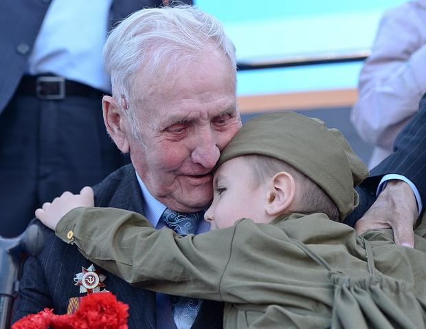 Фото №1 - День Победы: как объяснить ребенку, что это за праздник