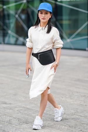 Фото №3 - Как носить платья с кроссовками: 5 классных образов, которые ты можешь повторить