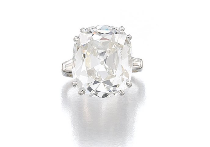 Бриллиантовое кольцо (260–520 тыс. фунтов стерлингов)