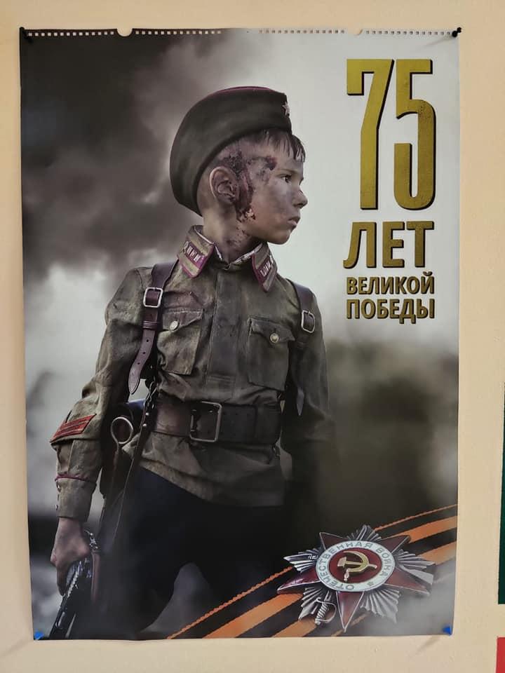 Фото №3 - В московском детском саду родителям предложили фотосессию с «ранеными» детьми ко Дню Победы
