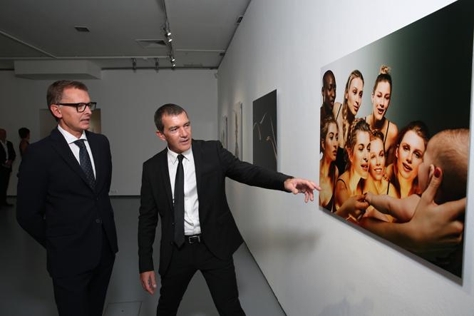 Фото №3 - Антонио Бандерас собрал звезд на открытии собственной фотовыставки в Москве