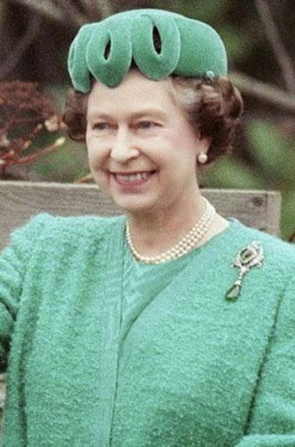 Фото №9 - Близко к сердцу: любимые броши Елизаветы II