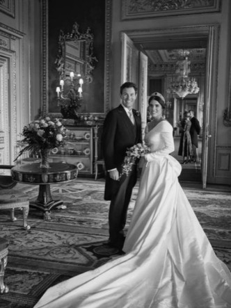 Фото №2 - «Счастливые воспоминания»: как беременная принцесса Евгения поздравила мужа с годовщиной
