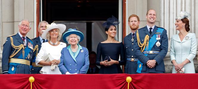 Фото №8 - Почему Меган Маркл стояла на балконе рядом с Королевой (а Кейт – никогда)