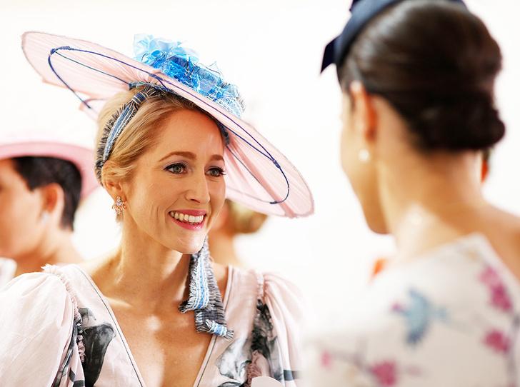 Фото №1 - Melbourne Cup Carnival: что носят гости и гостьи «австралийского Royal Ascot»