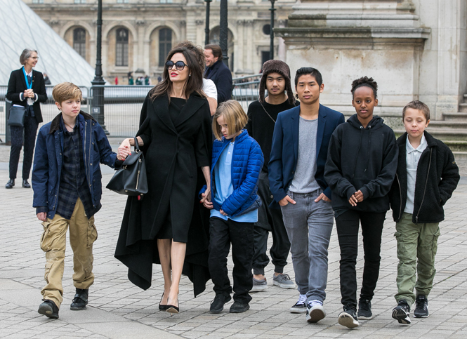 Фото №6 - Анджелина в Париже: Guerlain, Лувр и встреча с Брижит Макрон