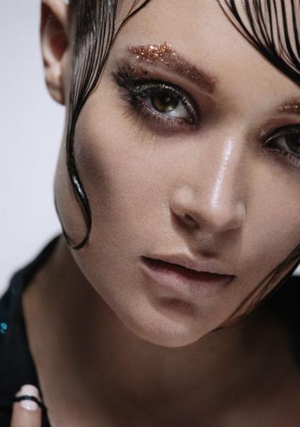 Фото №1 - Несколько интересных весенних трендов в макияже от Dessange