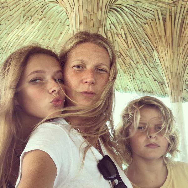 Гвинет Пэлтроу с детьми— дочкой Эппл и сыном Мозесом