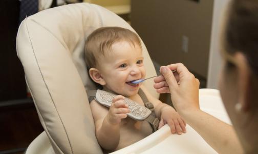 Фото №1 - В Роскачестве рассказали, какой молочной смесью лучше кормить малышей