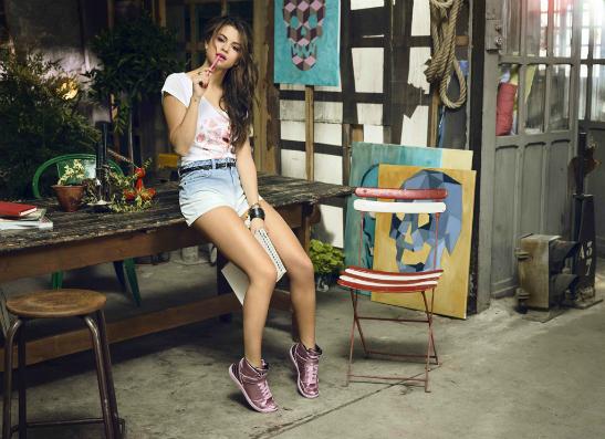 Фото №1 - Селена Гомес представила летнюю коллекцию для adidas NEO label