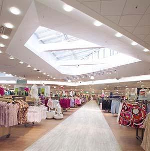 Фото №1 - Британский магазин делал женщин стройнее