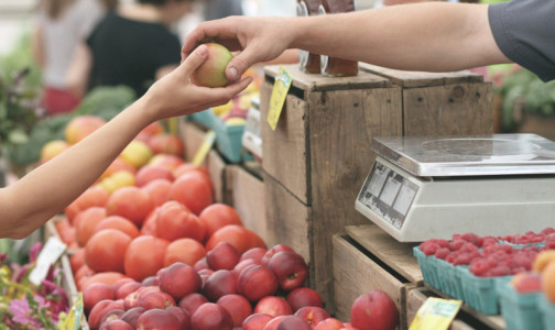 Фото №1 - От каких продуктов следует отказаться аллергикам, чтобы легче пережить обострение поллиноза